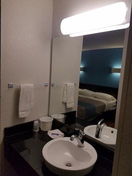 Motel 6 Indianapolis - Southport - Bathroom  - #0