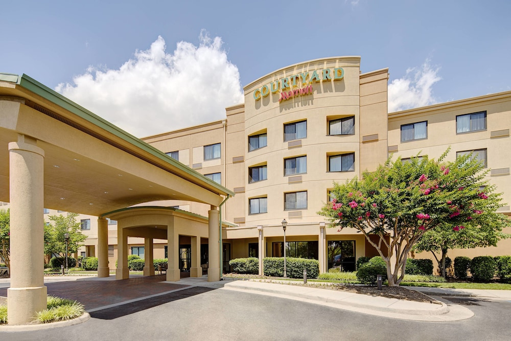 Exterior photo of Courtyard by Marriott Roanoke Airport