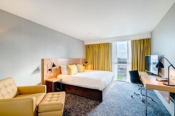 City Tek Büyük Yataklı Oda