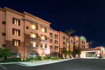 固特異假日套房飯店 Holiday Inn Hotel Suites Goodyear