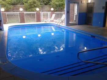 Country Inn & Suites By Carlson Charlotte University Place - Indoor/Outdoor Pool  - #0
