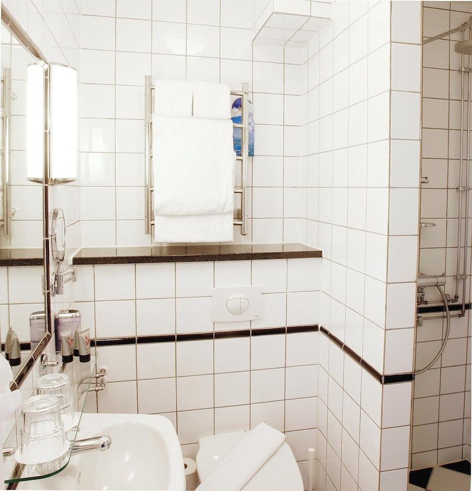 메이페어 호텔 투넬른(Mayfair Hotel Tunneln) Hotel Image 33 - Bathroom