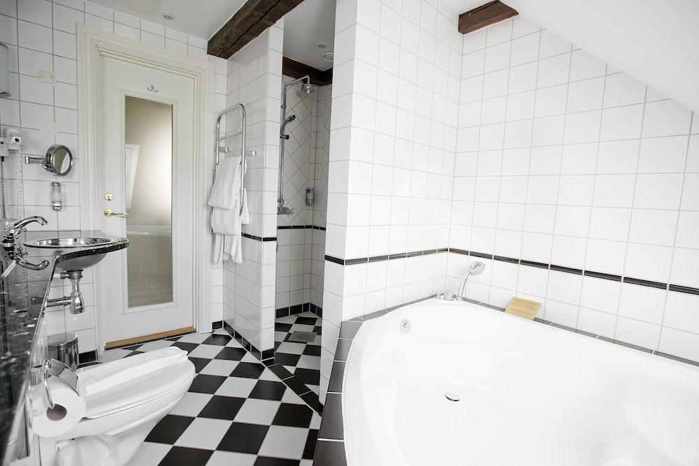 메이페어 호텔 투넬른(Mayfair Hotel Tunneln) Hotel Image 34 - Bathroom