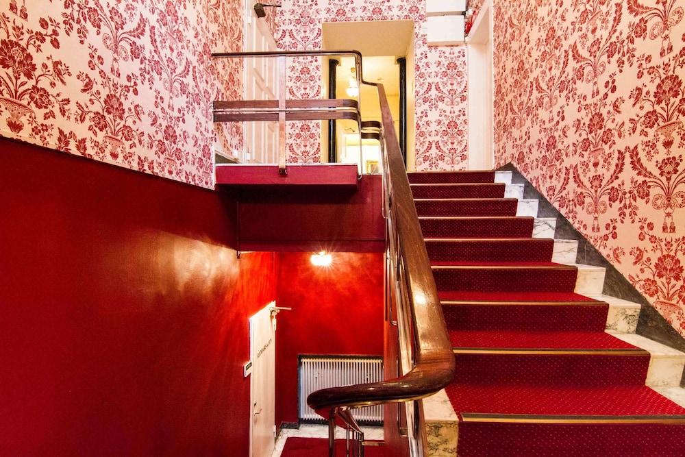 메이페어 호텔 투넬른(Mayfair Hotel Tunneln) Hotel Image 51 - Staircase
