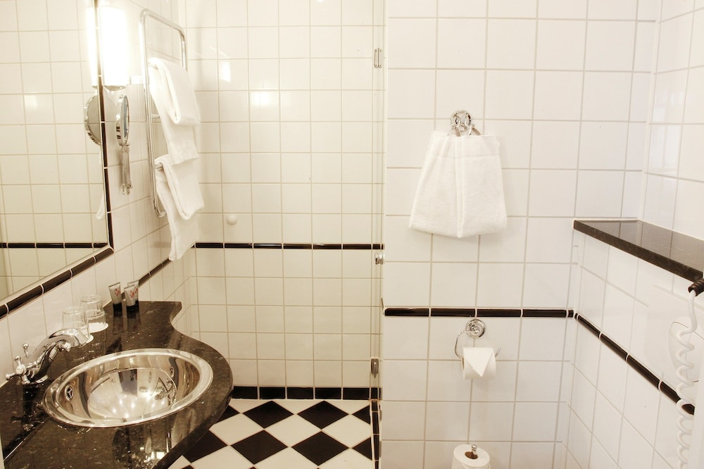메이페어 호텔 투넬른(Mayfair Hotel Tunneln) Hotel Image 35 - Bathroom