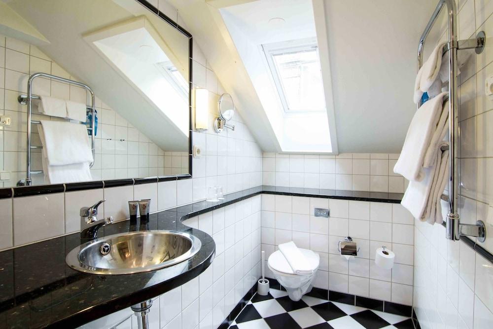 메이페어 호텔 투넬른(Mayfair Hotel Tunneln) Hotel Image 39 - Bathroom