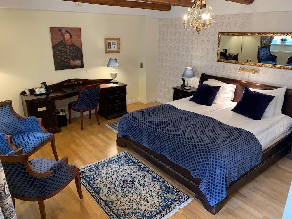 https://i.travelapi.com/hotels/1000000/900000/898900/898834/f0bb4ce6_z.jpg