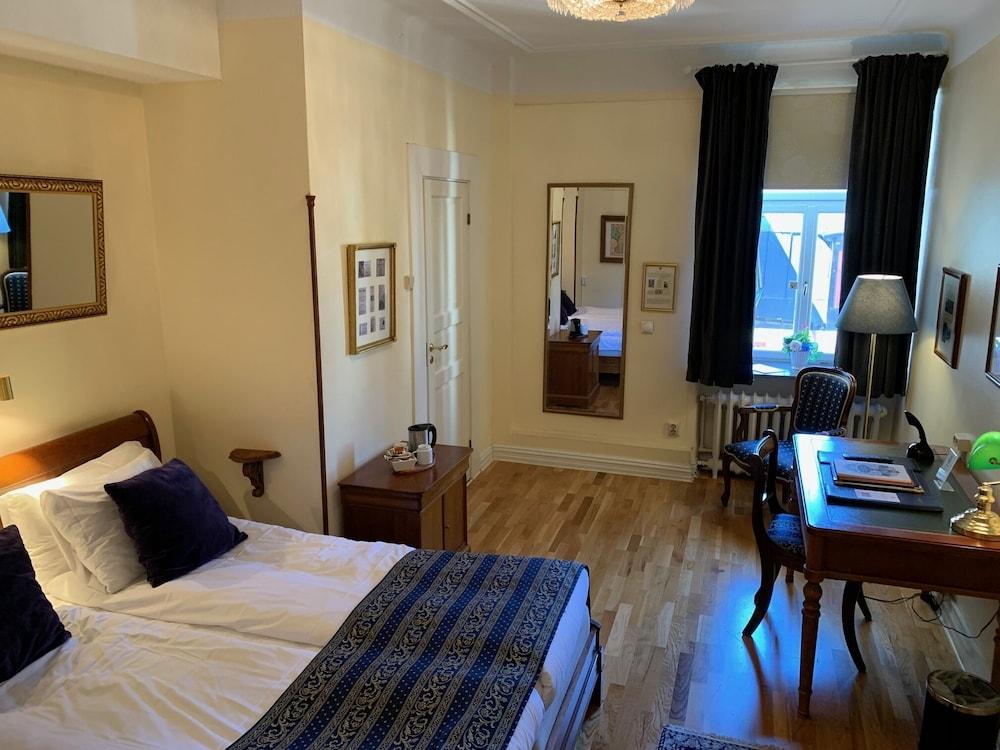 https://i.travelapi.com/hotels/1000000/900000/898900/898834/ff096453_z.jpg