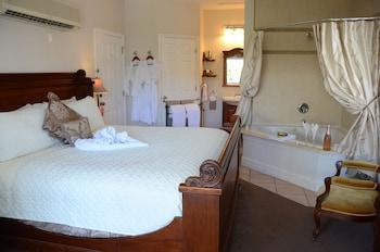 Suite, 1 King Bed, City View (Patricia's Suite)