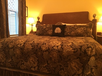 Room, 1 King Bed, City View (Colonial)