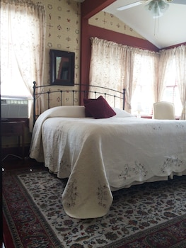 Room, 1 King Bed (Juli)