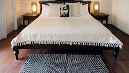 Suite, 1 King Bed, Top Floor (high Rock)