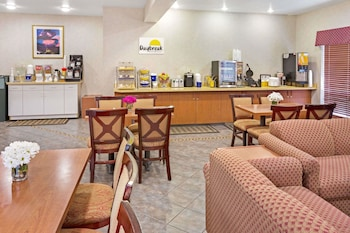Days Inn And Suites Gresham Or
