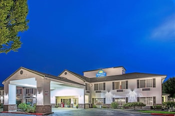 Hotel - Days Inn & Suites by Wyndham Gresham