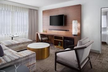 Executive Suite, 1 Bedroom, Non Smoking, Corner (SW-M)