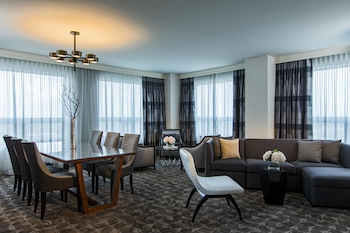 Renaissance Suite, 1 King Bed, 2 Rooms