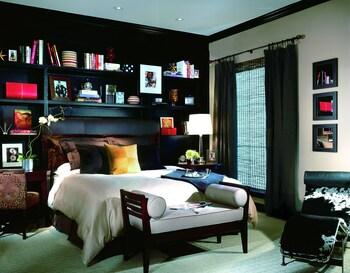 Guestroom at Hotel ZaZa Dallas in Dallas
