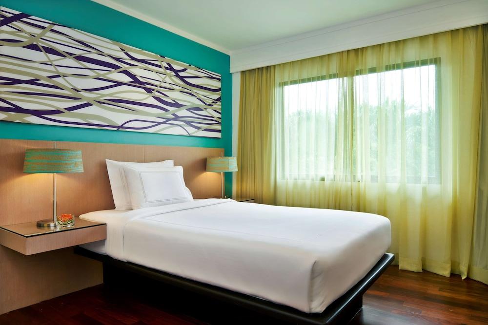 https://i.travelapi.com/hotels/1000000/900000/899400/899372/3af879ac_z.jpg