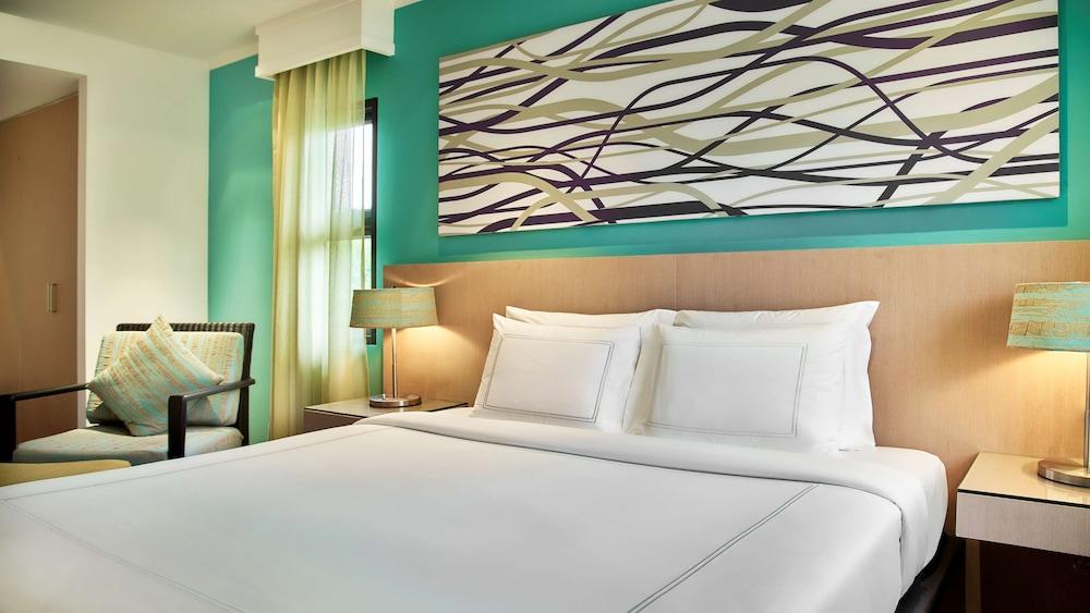 https://i.travelapi.com/hotels/1000000/900000/899400/899372/8aae4215_z.jpg
