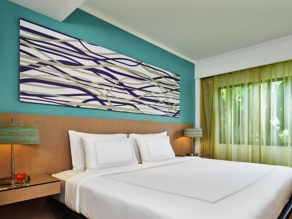 https://i.travelapi.com/hotels/1000000/900000/899400/899372/c1d8b730_z.jpg