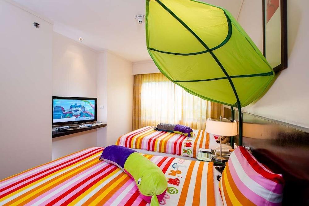 https://i.travelapi.com/hotels/1000000/900000/899400/899372/f8684bba_z.jpg
