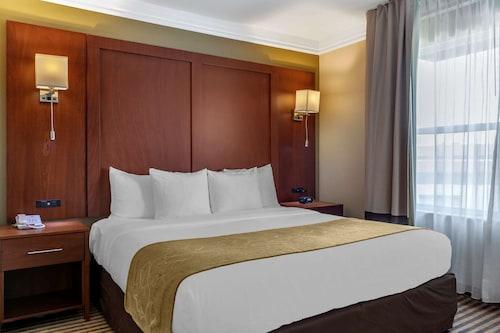 __{offers.Best_flights}__ Comfort Suites Visalia Convention Center