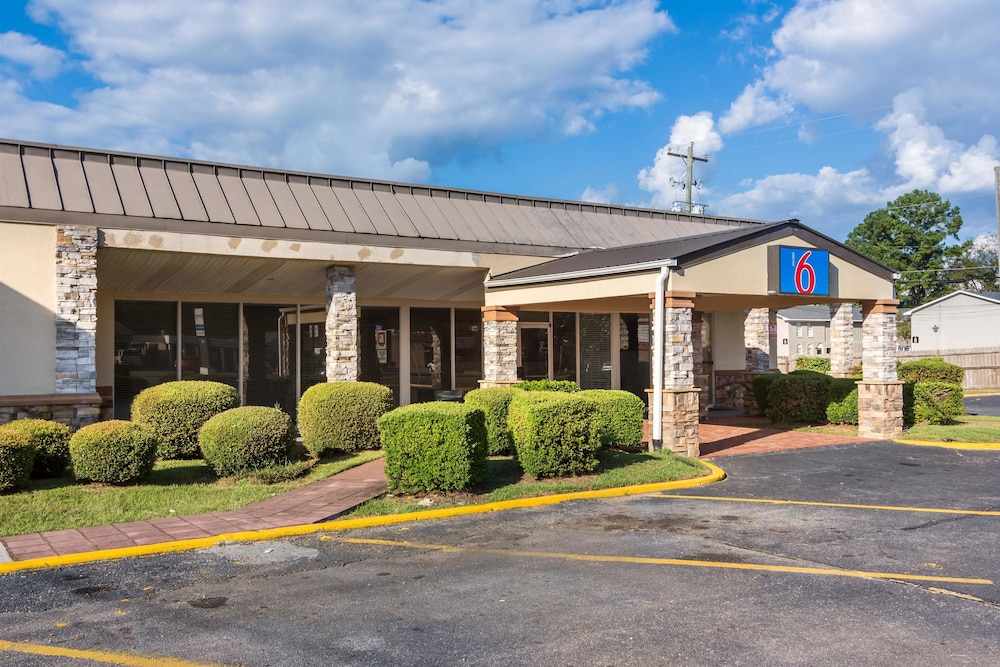 모텔 6 워터 로빈스, 조지아(Motel 6 Warner Robins, GA) Hotel Image 0 - Featured Image