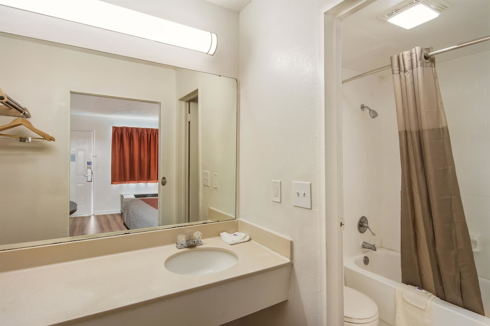 모텔 6 워터 로빈스, 조지아(Motel 6 Warner Robins, GA) Hotel Image 19 - Bathroom