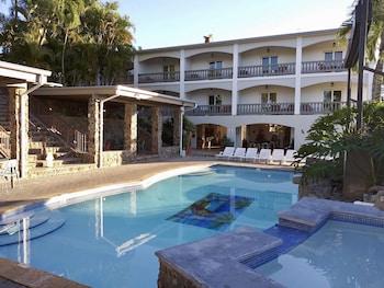 Hotel - The Lazy Parrot Inn