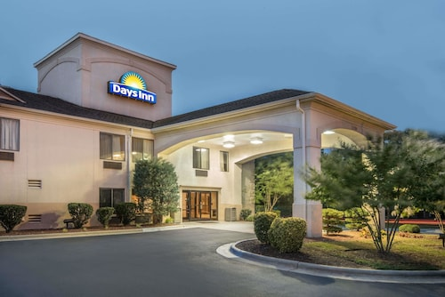 . Days Inn by Wyndham Burlington East