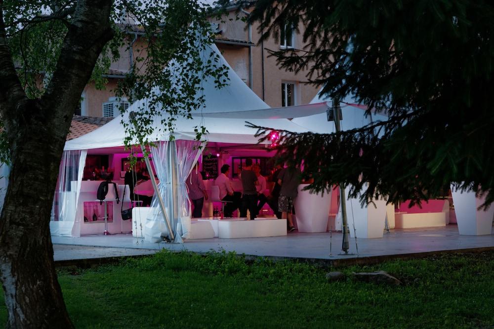 인터-호텔 푸아 오텔 뒤 락(INTER-HOTEL Foix Hôtel du Lac) Hotel Image 31 - Hotel Bar