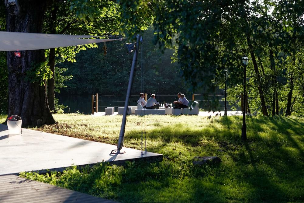인터-호텔 푸아 오텔 뒤 락(INTER-HOTEL Foix Hôtel du Lac) Hotel Image 36 - Property Grounds