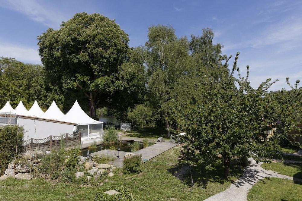 인터-호텔 푸아 오텔 뒤 락(INTER-HOTEL Foix Hôtel du Lac) Hotel Image 41 - Garden