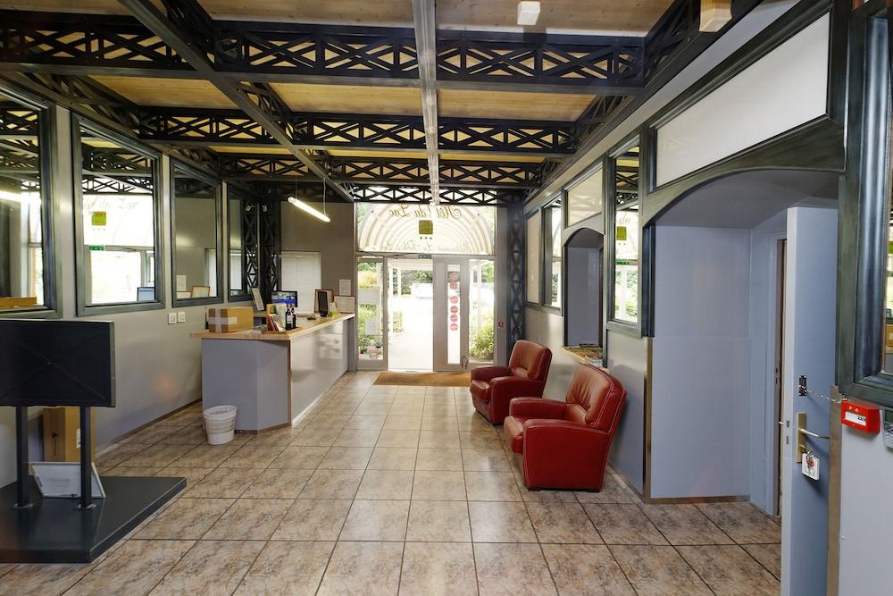 인터-호텔 푸아 오텔 뒤 락(INTER-HOTEL Foix Hôtel du Lac) Hotel Image 26 - Reception