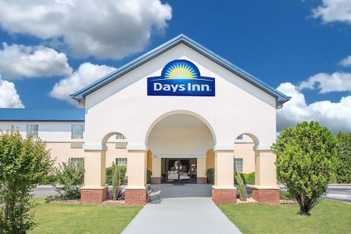 . Days Inn by Wyndham Lincoln