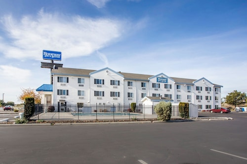 . Rodeway Inn & Suites - Nampa