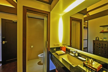 Pearl Farm Davao Bathroom