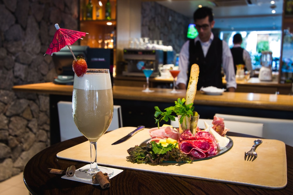 래디슨 호텔 콜로니아 델 사크라멘토(Radisson Hotel Colonia del Sacramento) Hotel Image 48 - Hotel Bar