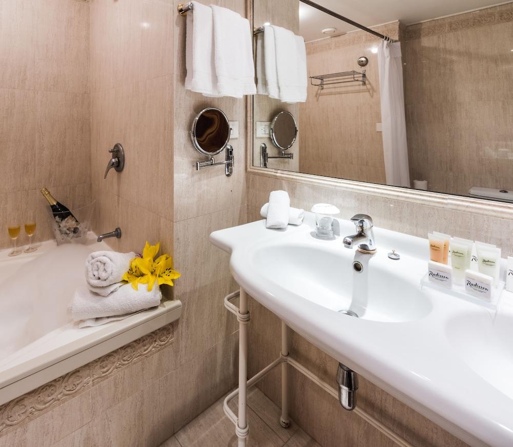 래디슨 호텔 콜로니아 델 사크라멘토(Radisson Hotel Colonia del Sacramento) Hotel Image 23 - Jetted Tub
