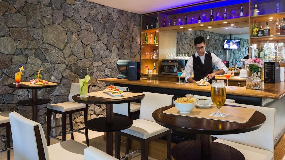 래디슨 호텔 콜로니아 델 사크라멘토(Radisson Hotel Colonia del Sacramento) Hotel Image 49 - Hotel Bar