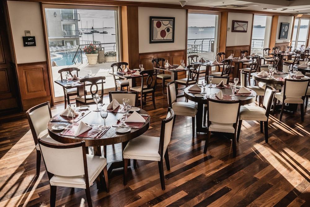 래디슨 호텔 콜로니아 델 사크라멘토(Radisson Hotel Colonia del Sacramento) Hotel Image 47 - Restaurant