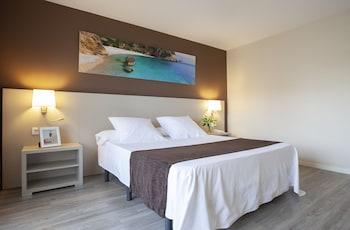 Premium Tek Büyük Yataklı Oda, Balkon, Havuz Manzaralı