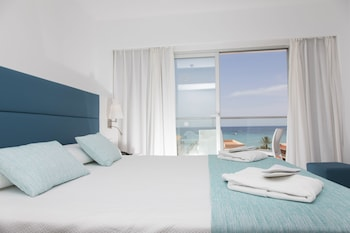 Superior Double Room, Sea View (2 adults + 1 child)