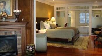 https://i.travelapi.com/hotels/1000000/910000/903300/903217/8772f7c3_b.jpg