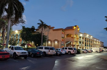 Book Red Carpet Inn Airport/Cruiseport in Fort Lauderdale.