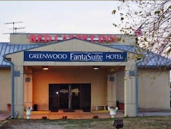 Red Carpet Inn and FantaSuite Hotel