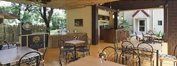 Microtel By Wyndham Tarlac Restaurant