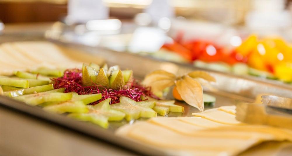 빅토르 제호텔 바인가르트너(Victor's Seehotel Weingärtner) Hotel Image 46 - Breakfast buffet