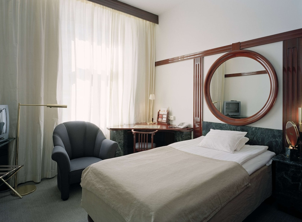 https://i.travelapi.com/hotels/1000000/910000/903900/903896/42585f9b_z.jpg
