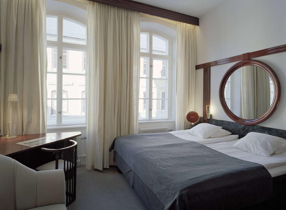 https://i.travelapi.com/hotels/1000000/910000/903900/903896/a833a82d_z.jpg